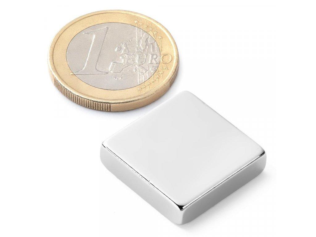 Extra silný 20x20x5mm neodymový magnet obdelníkový