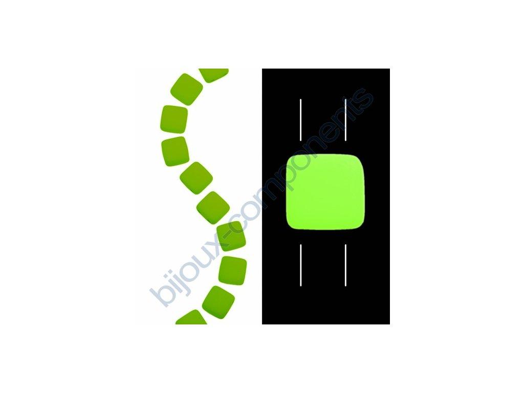 Skleněné neonové korálky s UV efektem mačkané, dvoudírkové čtverečky styl Tile, světle zelené