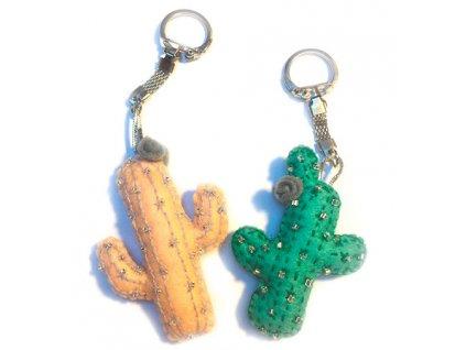 Přívěsek na klíče - veselé kaktusy