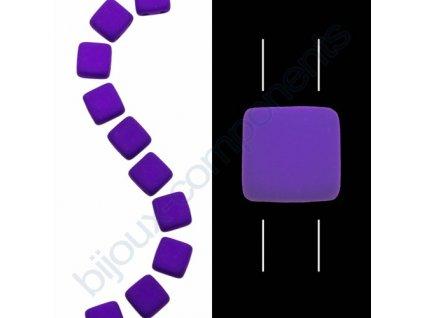 Skleněné neonové korálky s UV efektem mačkané, dvoudírkové čtverečky styl Tile, tmavě fialové
