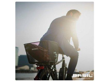 Zadní cyklistický košík na nosič Basil Icon L černý