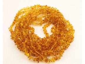 Jantarové korálky pro děti ve tvaru Chips, v barvě MED cca 30-32 cm