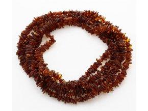 Jantarový náhrdelník ve tvaru chips, v barvě koňak, dlouhé cca 52 cm