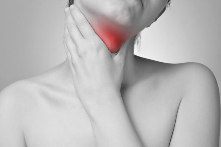 Bolesť hrdla – Liečba, príčiny, diagnóza a príznaky