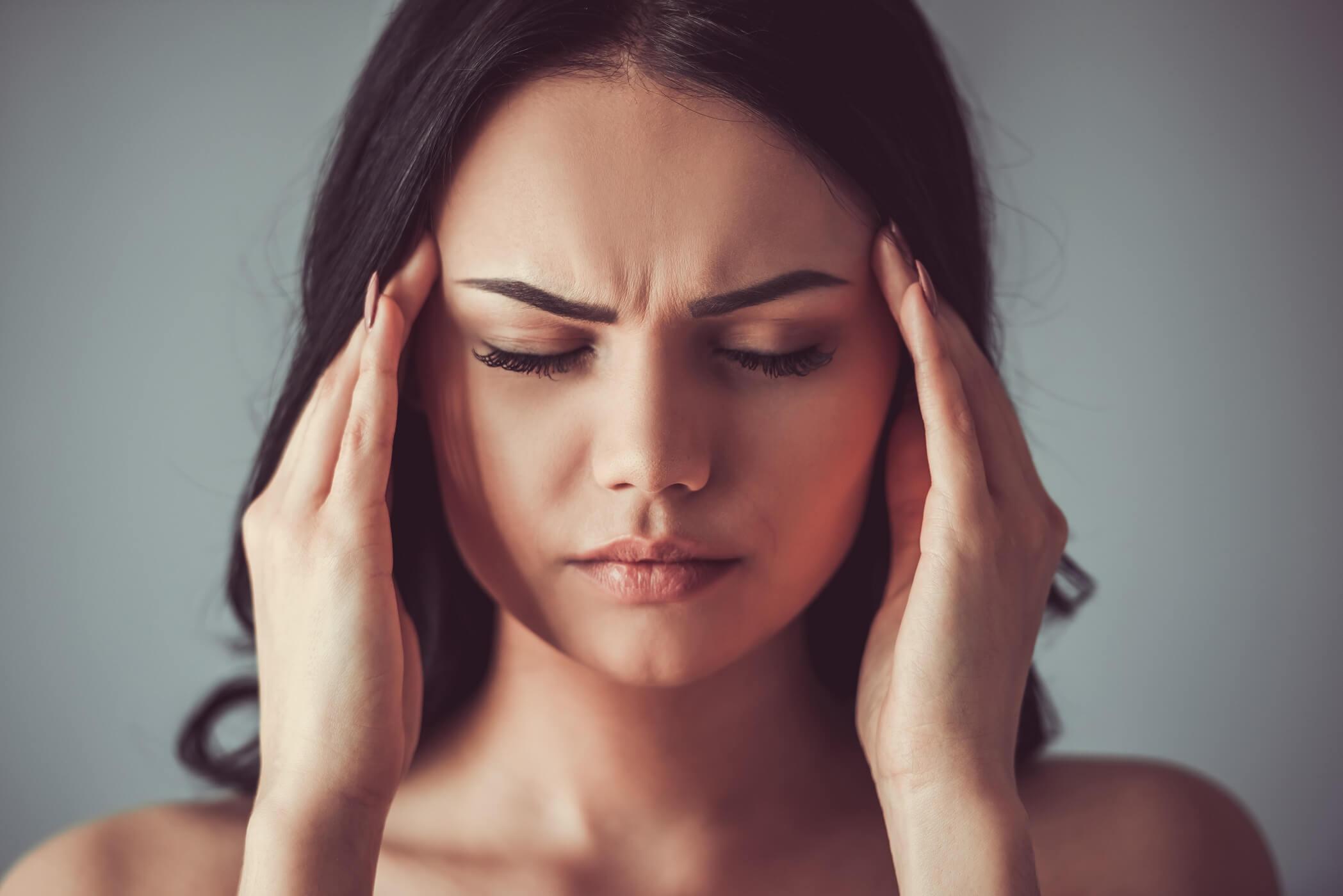 Migréna: Príznaky, príčiny a liečba migrény