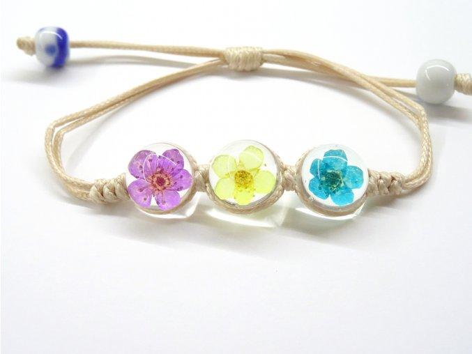 Náramek se zalisovanými květinami - barevný