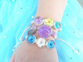 Náramek se zalisovanou květinou - fialový