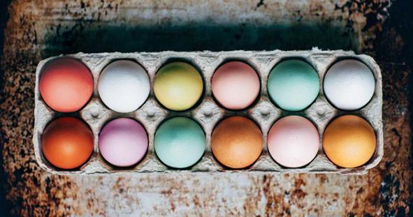 Barvit vajíčka přírodními materiály? Žádný problém!