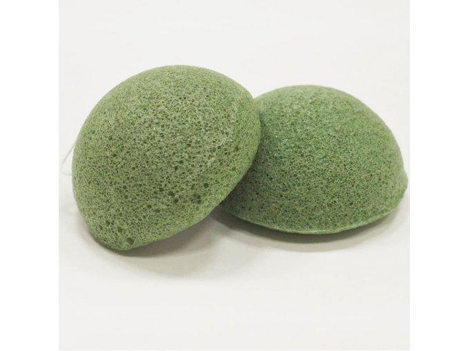 konjac konjakova houbicka se zelenym cajem na mastnou a smisenou plet