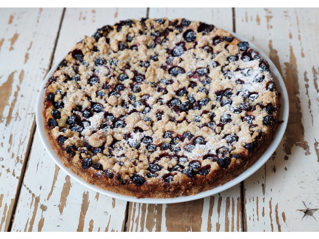 Křehký špaldový koláč s tvarohem a borůvkami