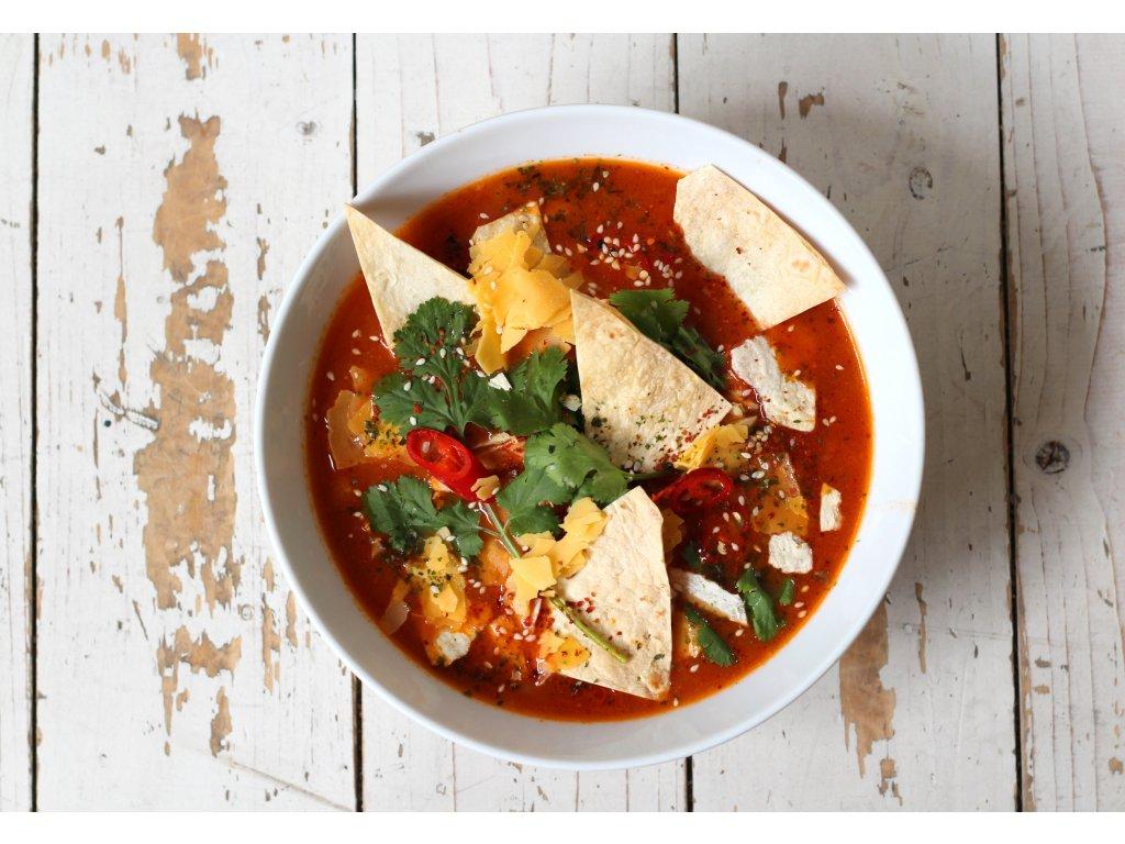 Mexická sopa Azteca, tortilla chips, cheddar, bylinky