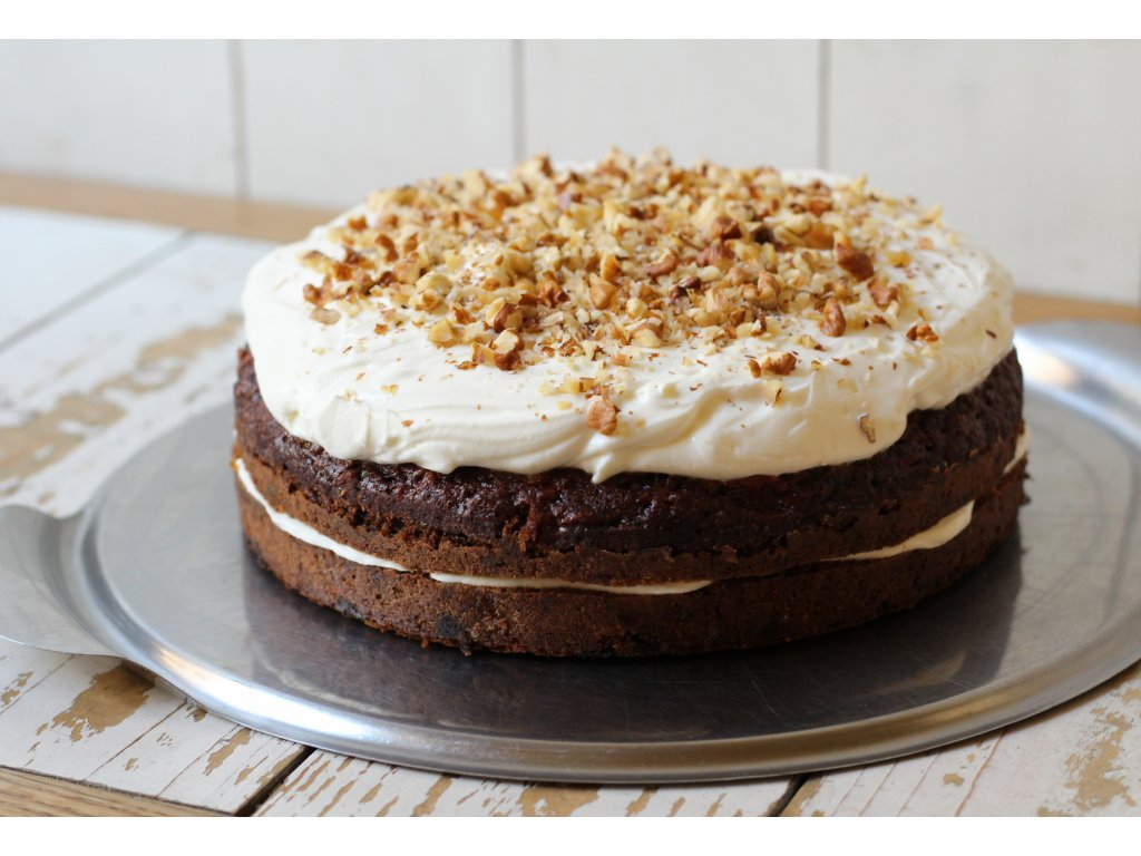 Mrkvový dort s mascarpone a ořechy