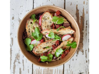 Hummus s olivami kalamata, sušenými rajčaty, olivovým olejem a domácím krekrem