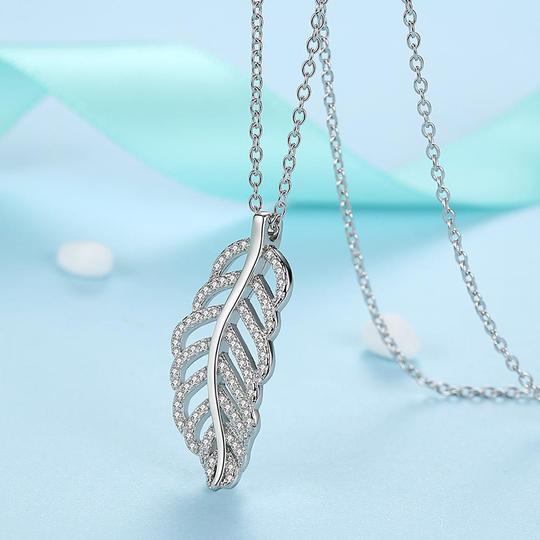 925 strieborný náhrdelník s príveskom v tvare listu