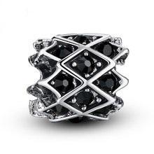Korálka štýl Pandora zdobená čiernymi kamienkami