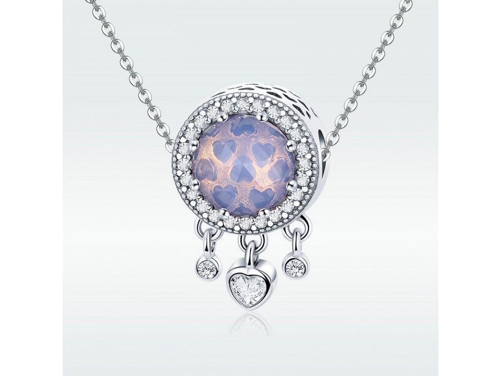 Strieborná 925 okrúhla korálka štýl Pandora zdobená visiacimi srdiečkami a mliečno ružovým kameňom uprostred