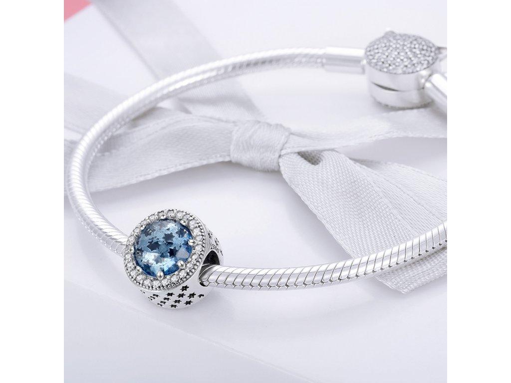Strieborná 925 okrúhla korálka štýl Pandora modrá zdobená zirkónmi a hviezdičkami