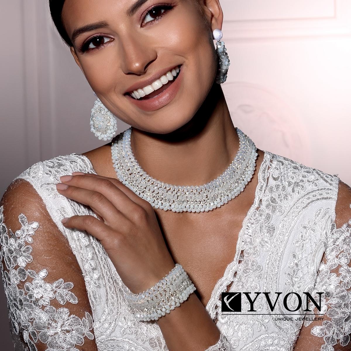 Kryštálový náhrdelník v štýle glamor