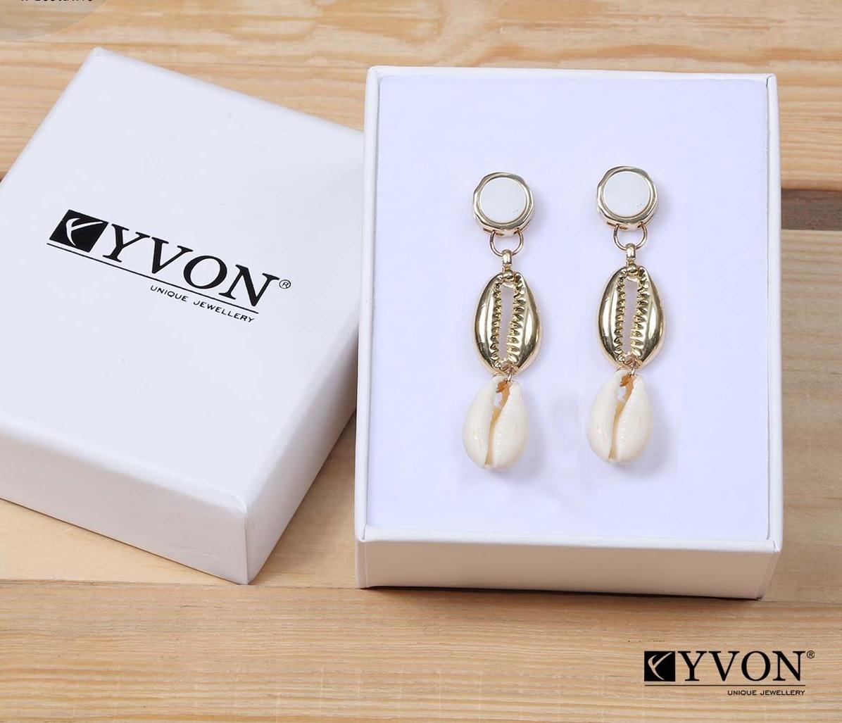 Dámske visiace bielo-zlaté mušľové náušnice Yvon