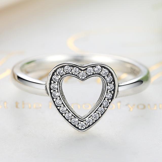 Strieborný prsteň štýl  Pandora s ozdobným srdiečkom