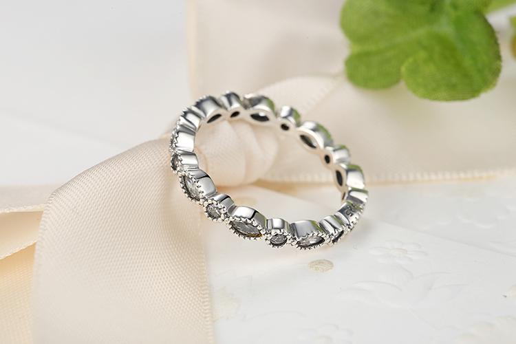 Strieborný prsteň štýl  Pandora zdobený zirkónmi