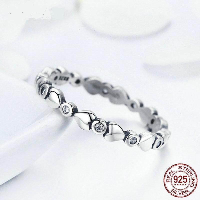 Strieborný prsteň štýl  Pandora s malými srdiečkami