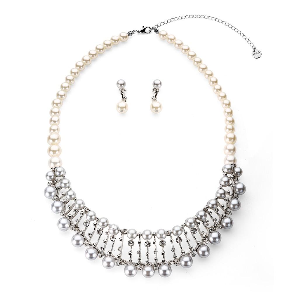 Strieborný perlový set zdobený s priesvitnými kamienkami