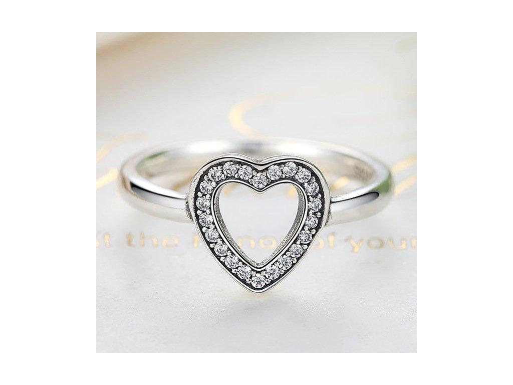 Strieborný prsteň štýl  Pandora s ozdobným srdiečkom (veľkosť prsteňa 56)