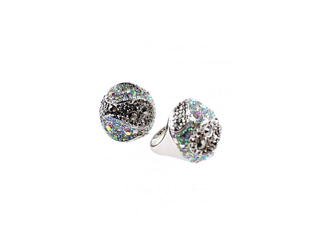 964 vyrazny okruhly prsten s kamienkami