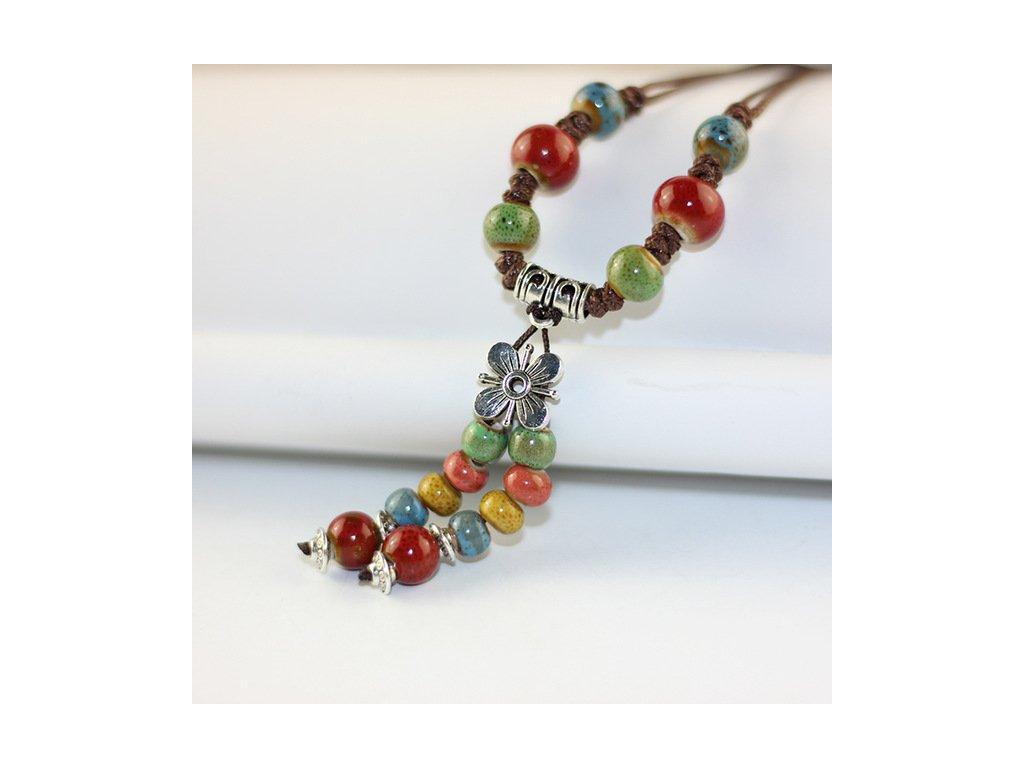 a4e8bcead Dámský náhrdelník s keramickými korálky a přívěskem KVĚT - barevný ...
