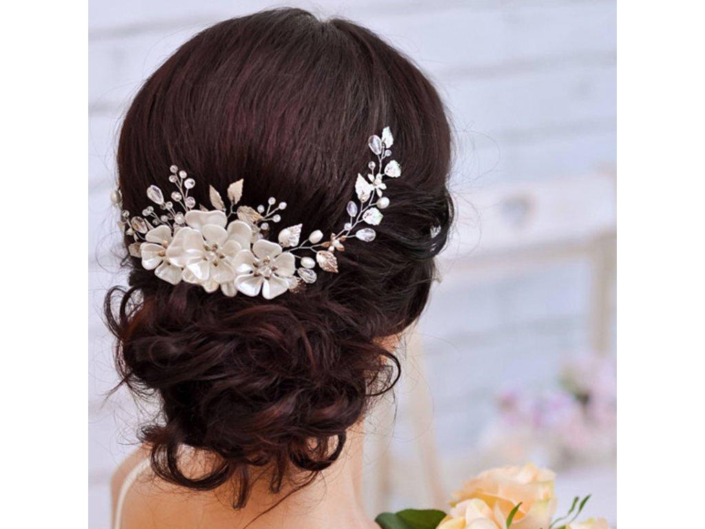 8ba0d55b887 ozdoba4. 1 z 3. hřeben hřeben 2. Romantická ozdoba do vlasů s bílými květy.