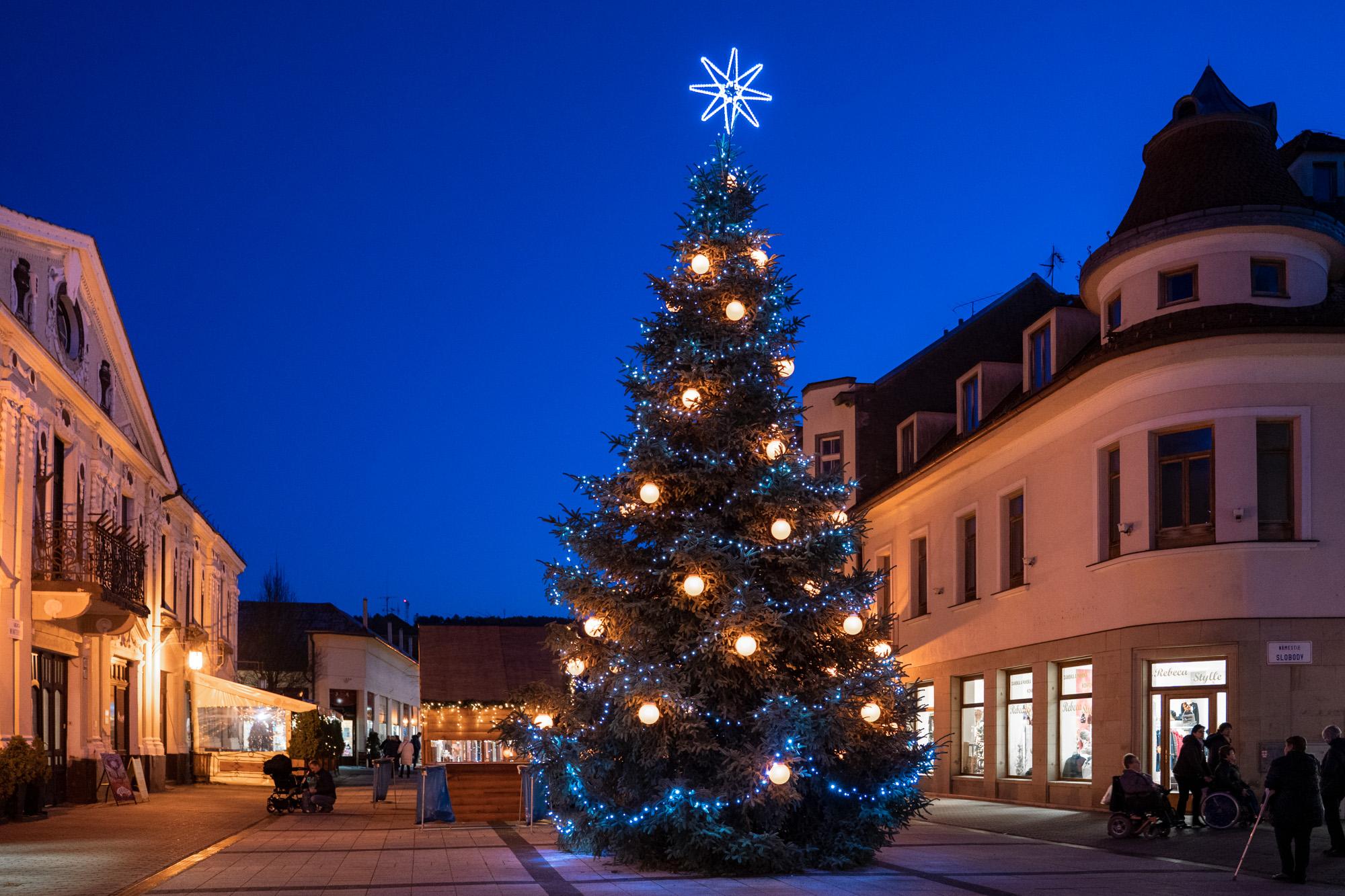 Vianočný strom v Piešťanoch 2019