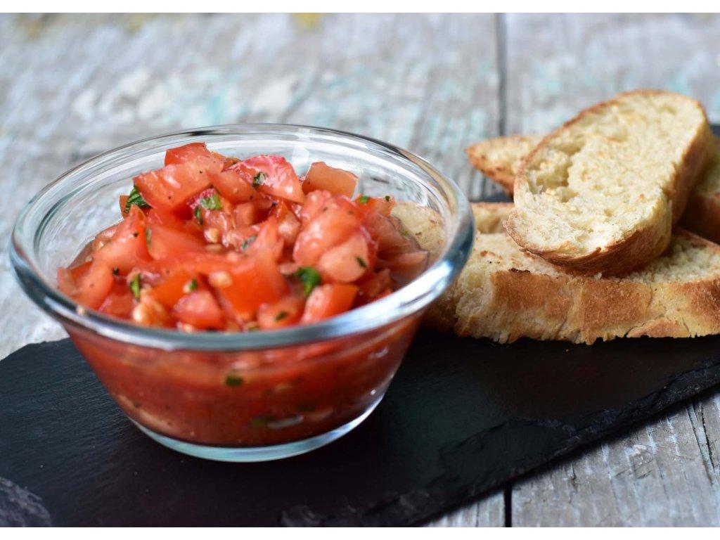Pečená rajčatová bruschetta s bazalkou a olivovým olejem produkt