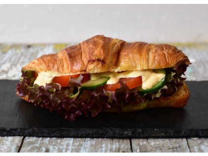 Croissant BBQ s kešu sýrem produkt