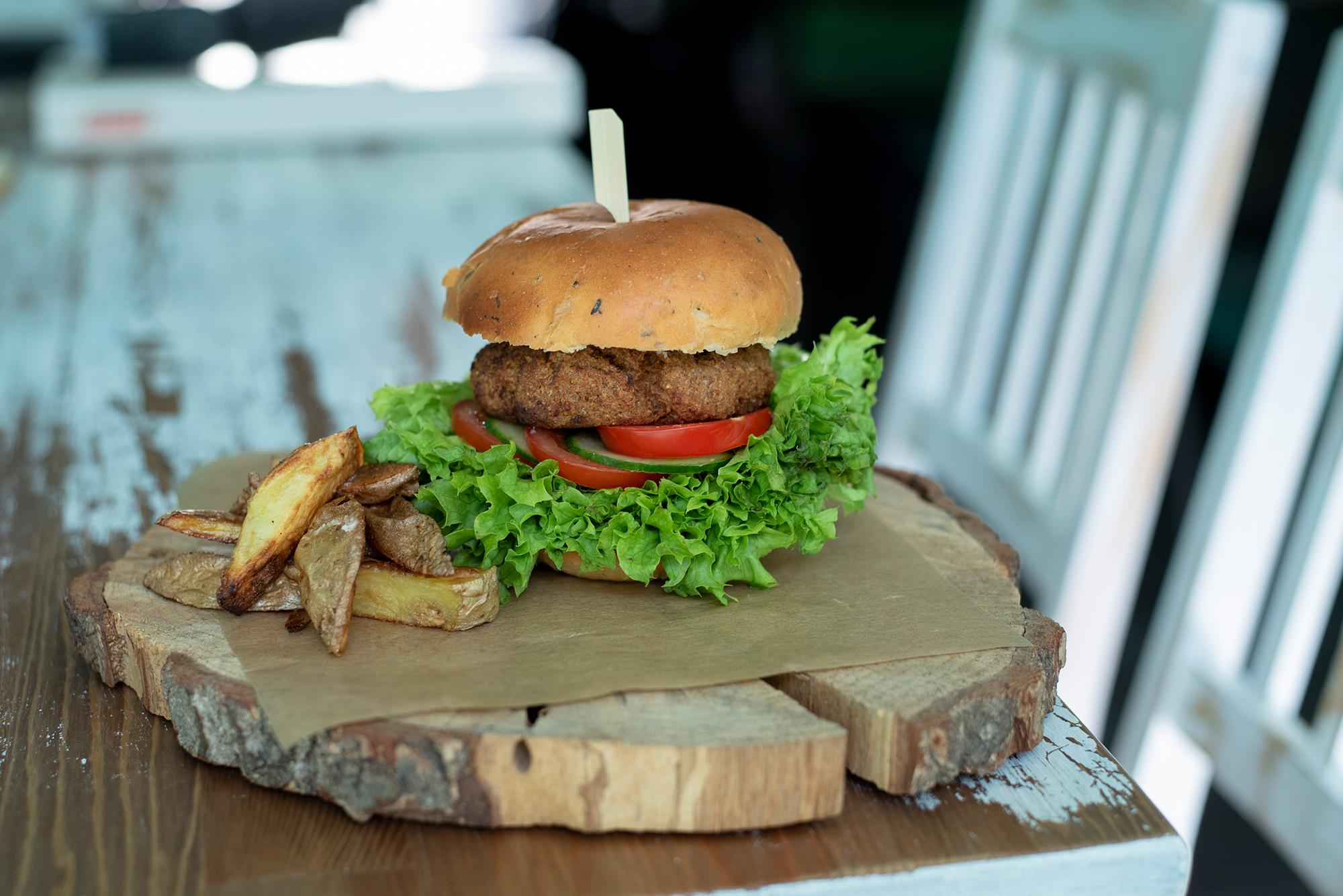 Black Kale s.r.o. Mini Burgery v čerstvě napečené housce Black Kale Druh: Seitan STEAK