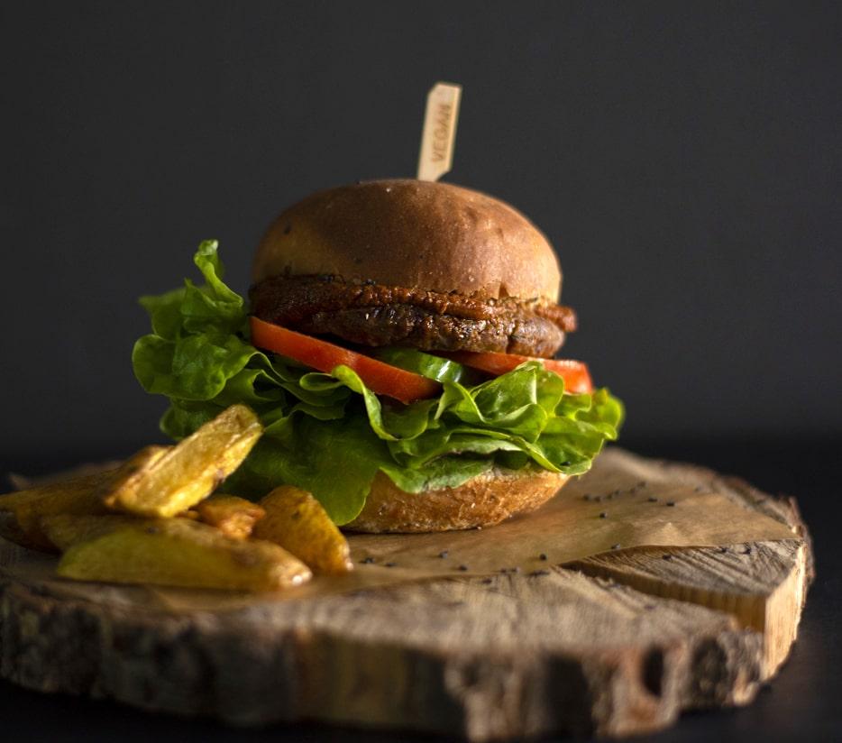 Black Kale s.r.o. Mini Burgery v čerstvě napečené housce Black Kale Druh: Batátový TEX MEX