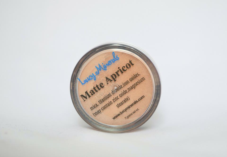 Lucy Minerals: Minerální tvářenka, odstín Matte Apricot - recenze od Zápisky pro lišku