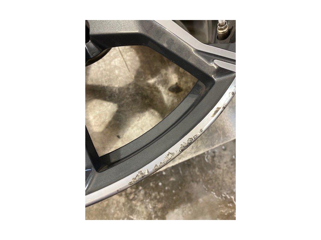 Oprava odřeného lemu alu kola