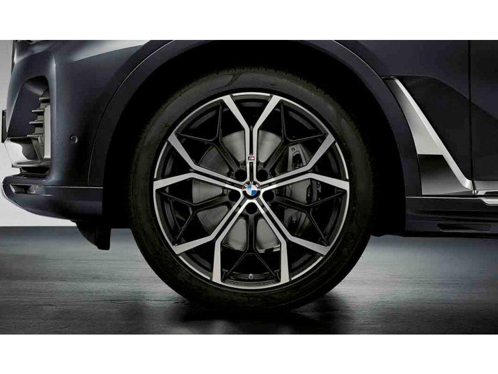 Originální letní sada BMW X7 G07 STYLING M785 v rozměrech 9,5x22 ET32 a 10,5x22 ET43 včetně pneumatik 275/40 R22 107Y XL a 315/35 R22 111Y XL Pirelli P Zero* RSC a čidel tlaku RDCi