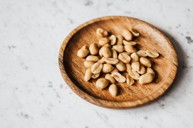 5 skvělých důvodů, proč si dopřát hrst arašídů denně