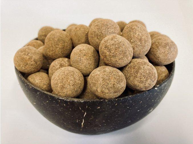 lísková jádra v mléčné čokoládě se skořicí, skořápkové plody, suché plody