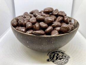 kávová zrna v hořké čoko