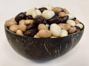 arašídy tříbarevné - mléčná čokoláda, hořká čokoláda, jogurtová poleva