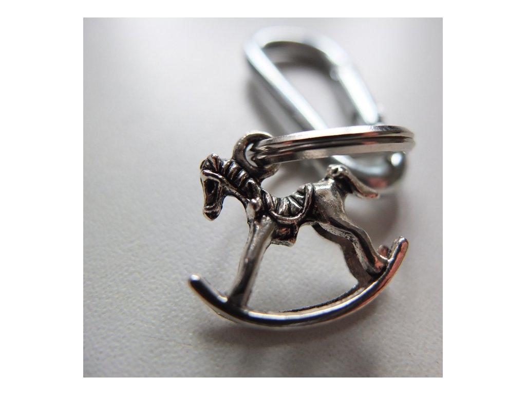 houpací kůň přívěsek karabina na klíče