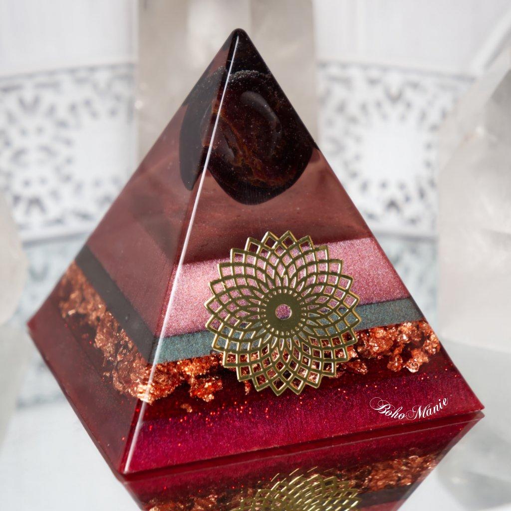 orgonit,pyramida,ženství,granát,květ života,sxualita,láska