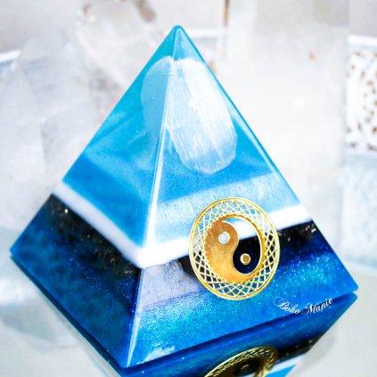 orgonit,pyramida,selenit,dumortierit,sodalit,nebeský selenit
