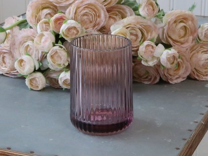 pohar s drazkami skleneny fialovy