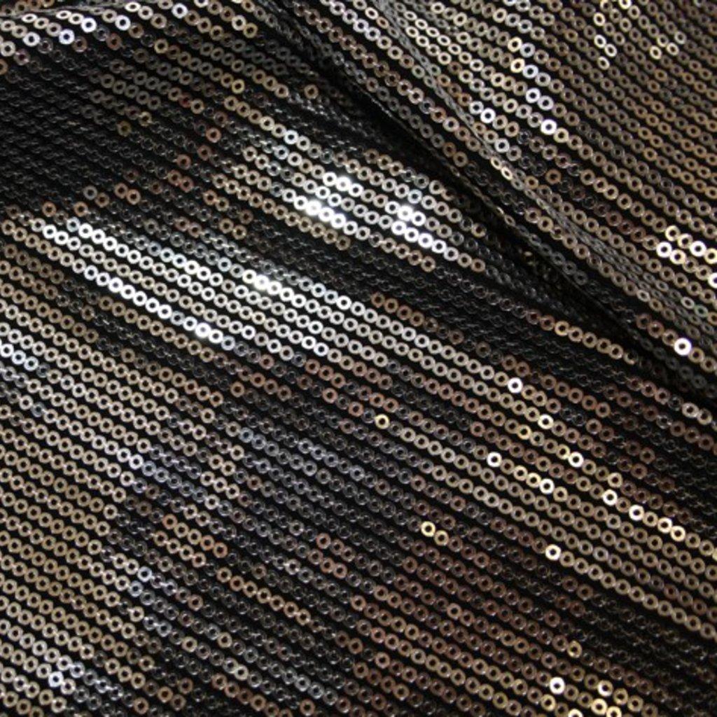 Flitry stříbrné na černém podkladě