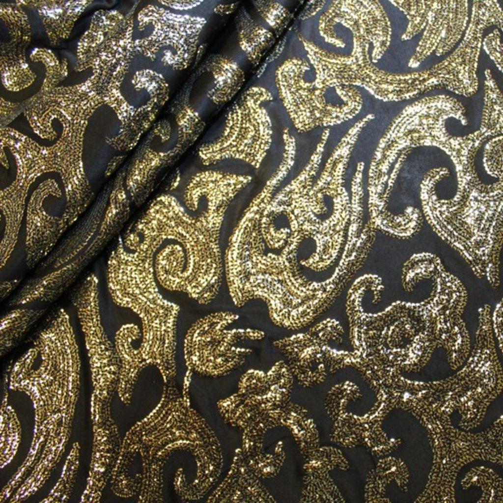 Flitry zlaté na černém podkladě