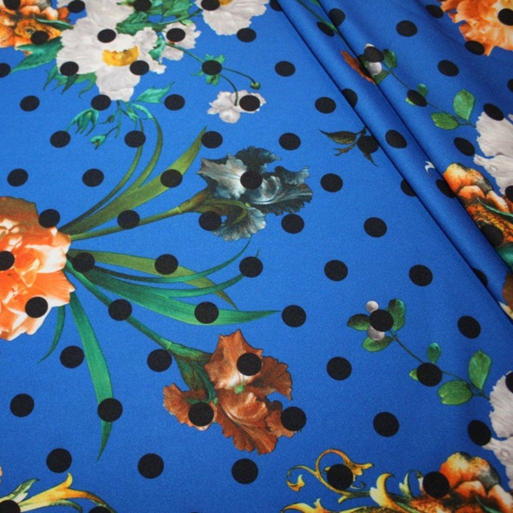 Polyester modročerný